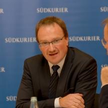 Wirtschaftsweiser Lars Feld beim Südkurier VS-Forum in der neuen Tonhalle in VS-Villingen am 11.12.12